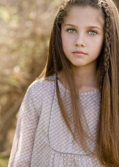 wish I had a daughter, she would beautiful long hair like this so I can put pretty brades in it like this too. :)