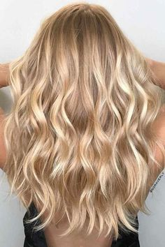 Champagne Blonde | Freshen up for spring with these warm, sun-kissed shades. Warm blonde shades, unlike cool or neutral blonde shades, give that instant brightening boost.