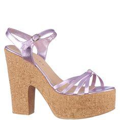 Sandale platforma cu toc, marca Thurley de culoare roz. Cu o platforma de 4 cm, toc inalt de 13 cm si talpa de pluta sunt usoare si foarte comode. Sunt din piele naturala, cu inchidere in jurul gleznei prin bareta si catarama metalica. Wedges, Metal, Shoes, Fashion, Sandals, Moda, Zapatos, Shoes Outlet, Fashion Styles