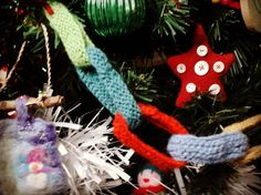 Last day of the Christmas hoildays for us. we had a cosy magical nesting at home  kind of christmas with games  a few big walks thrown in to the mix at #finglebridge and Dartington.  #celebratetheseason #knittedchristmasdecorations #knitted chains # rest #familytime #family games #familywalks #hibinating #christmastime #happyhoildays .hope you had a perfeck Christmas too.