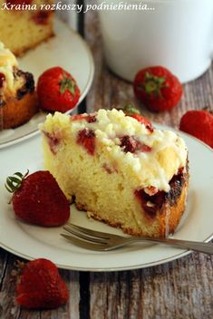 Jakiś czas temu dostałam od Cioci Kasi na przepis na ucierane ciasto z owocami. Upiekłam je z truskawkami, ale można użyć każdych innych ...