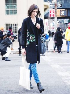 Your Denim Street Style Handbook: 36 Looks To Get You Inspired | Who What Wear New York Fashion Week Street Style, Collage Vintage, Spring Fashion Outfits, Denim Trends, Who What Wear, Denim Outfits, Normcore, Chic, How To Wear