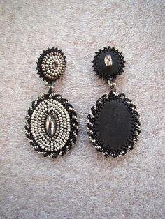 Beaded earrings Beadwork earrings Bead embroidery by OPGDesign - Ohringe Ideen Simple Bead Earrings, Jewelry Design Earrings, Black Earrings, Diy Earrings, Bead Embroidery Jewelry, Fabric Jewelry, Beaded Embroidery, Beaded Jewelry, Handmade Wire Jewelry