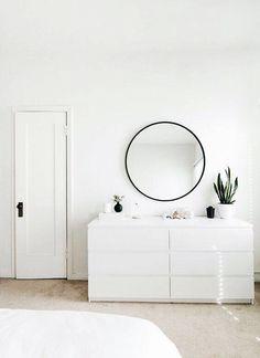 3 Aligned Cool Tips: Minimalist Bedroom Boho Interior Design feminine minimalist decor headboards.Warm Minimalist Home Ceilings minimalist bedroom wall floors. Minimalist Room, Minimalist Home Decor, Minimalist Interior, Modern Minimalist, All White Room, White Rooms, White Bedroom, White Walls, Bedroom With Bath