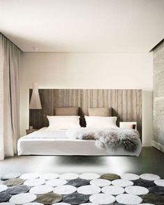 Adorable 40 Amazing Floating Bed Design and Decorating Ideas For Sleeping Like In The Sky https://decoor.net/40-amazing-floating-bed-design-and-decorating-ideas-for-sleeping-like-in-the-sky-9295/ #home #decor #Farmhouse #Rustic #garden