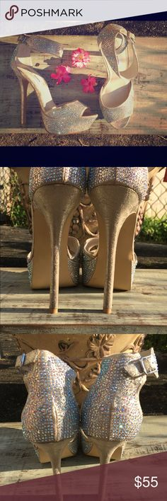 Steve Madden Rhinestone Pumps Stomp into fall with these eye catching rhinestone platform pumps perfect for a night of glamour and fun! Great condition size:7 Only worn twice! Steve Madden Shoes Heels