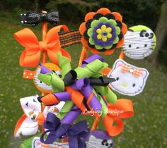 Girls Hair Bow and Clip Bouquet Bowquet Gift Set - Hello Kitty Halloween. $21.99, via Etsy.