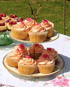 Noi sogniamo una colazione così... al sole sul prato! ^.^ #cupcakes #breakfast