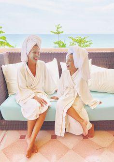 Lori Dennis in Phuket Organic Shampoo, Natural Shampoo, Spa Day At Home, Home Spa, Green Slippers, Facial Oil, Phuket, Designing Women