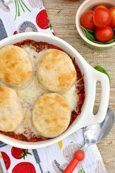 Stupidly Easy Pizza Pot Pie - This pot pie recipe with Italian flavor is great for family dinners!