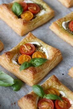 Veggie Recipes, Snack Recipes, Brunch, Savoury Baking, Greens Recipe, Savory Snacks, Quiches, Fabulous Foods, I Love Food