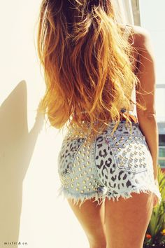 Leopard Studded Shorts, could be cute with a plain tee to tone them down a little Visual Kei, Studded Shorts, Studded Denim, Summer Outfits, Cute Outfits, Summer Shorts, Diy Shorts, Do It Yourself Fashion, Diy Fashion