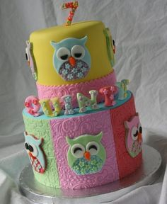 Along with the owl cupcakes that I made last friday of course comes an owl cake… Fancy Cakes, Cute Cakes, Pretty Cakes, Owl Cakes, Cupcake Cakes, Ladybug Cakes, Fruit Cakes, Patchwork Cake, Foto Pastel