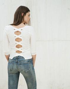 T-shirt alças cruzadas nas costas - Mulher - Bershka Portugal
