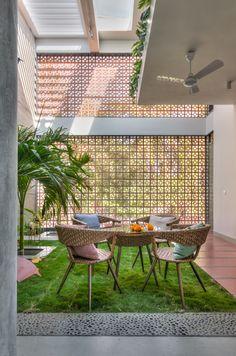 Village House Design, Bungalow House Design, House Front Design, Village Houses, Rooftop Terrace Design, Courtyard Design, Terrace Garden, Indoor Courtyard, Indoor Garden