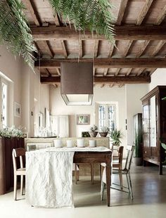 Dining room, garden home, Bologna, Italy. From Elle Decor UK. Elle Decor, Home Deco, Style At Home, Interior Natural, Sweet Home, Deco Design, Design Design, Design Ideas, Ceiling Beams