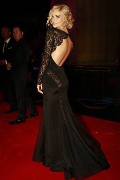 Loving the back of Samara Weaving's dress and her hair looks stunning too