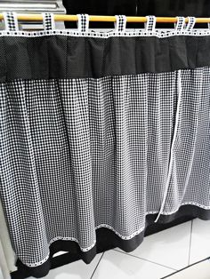 Kitchen Blinds, Kitchen Curtains, Kitchen Cabinets Cover, Kitchen Upgrades, Curtain Designs, Felt Hearts, Filet Crochet, Drapes Curtains, Diy Home Decor