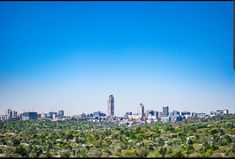 The city of trees and gold. Sandton Johannesbrug - Architecture and Urban Living - Modern and Historical Buildings - City Planning - Travel Photography Destinations - Amazing Beautiful Places Dubai Rent, Dubai Hotel, Urban Planning, Trip Planning, Dubai Holidays, Yacht Cruises, Palm Resort, Ski Touring, City Architecture