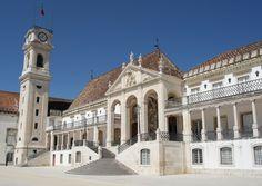 Universidad de Coímbra, fundada por el rey Dionisio I en 1290 , trasladada en varias ocasiones entre Lisboa y Coimbra hasta 1517 que por orden de Juan III se queda definitivamente en Coimbra. Fachada del Rectorado. En ella han estudiado Luis de Camoens, el Marqués de Pombal , Pedro Nunes, Egas Moniz...