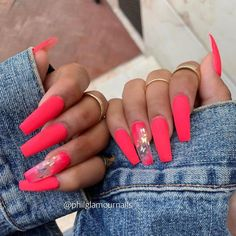 Want some ideas for wedding nail polish designs? This article is a collection of our favorite nail polish designs for your special day. Bright Summer Acrylic Nails, Neon Pink Nails, Peach Nails, Best Acrylic Nails, Summer Nails, Nail Polish Designs, Acrylic Nail Designs, Nail Art Designs, Wedding Nail Polish