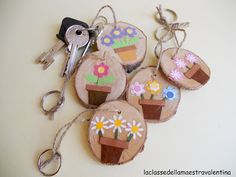 Saw pieces of branches and stick a nice piece of art on those babies.and maybe secure with mod podge. Nice for mother's or father's day Diy And Crafts, Crafts For Kids, Arts And Crafts, Ideas Día Del Padre, Cadeau Parents, Mom Day, Mothers Day Crafts, Nature Crafts, Wooden Crafts