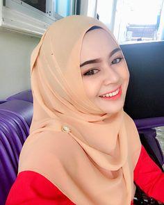 hijaber trendy #modelhijabers Muslim Fashion, Hijab Fashion, Hijab Tutorial, Hijab Outfit, Sexy, Cute, Outfits, Beauty, Style