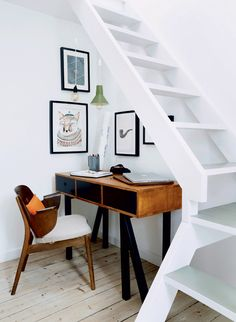 Ulrik foss home office cool workspace under the stairs coin bureau escalier style scandinave bois noir tableau décoration Small Office Decor, Tiny Office, Office Nook, Desk Nook, Attic Office, Attic Library, Attic Playroom, Desk Space, Corner Desk