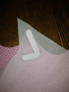 Las cosas de Luma: Tutorial de camiseta decorada con patchwork Favor Boxes, Sewing Techniques, Nike Logo, Patches, Logos, Diy, Applique Quilts, Diy Bags, Dance Outfits