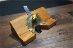 Woodworking Jigs - Inspired in one Paul's Sellers collection hand planes, I decided to make my own one as similar as possible in an easy way and using hand tools. In this video you. Woodworking Bench Plans, Woodworking Hand Tools, Woodworking Projects Diy, Woodworking Tools, Workbench Plans, Welding Projects, Diy Projects, Homemade Tools, Diy Tools