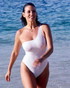 Raquel Welch ( Jo Raquel Tejada) 37D-25-36 actress, model born September 5,1940.
