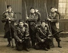 """World War I, 1915. French Army. - French soldiers armed with the """"three shot"""" Berthier Mle 1907/15 and the Berthier Mle 1916"""