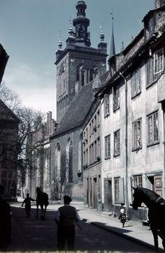 Danzig 1930er Wunderbar!Keine Autos dafuer Pferde,eine enge Gasse und die Kirche!