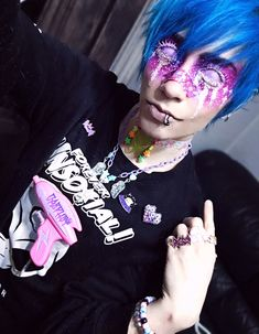 Star Boy - I can't wait til I finally finish all my other space gun necklaces ; Pastel Goth Makeup, Pastel Punk, Pastel Goth Fashion, Kawaii Fashion, Kawaii Makeup, Cute Makeup, Cute Emo Guys, Kei Visual, Alien Aesthetic
