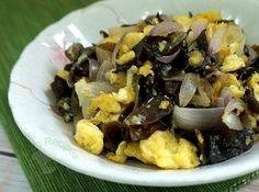 No-Frills Recipes ... cooking, baking & excerpts on travel: Stir-fry eggs with cloud ears and onions