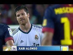 Tarjeta amarilla a Xabi Alonso por falta sobre Xavi Hernández