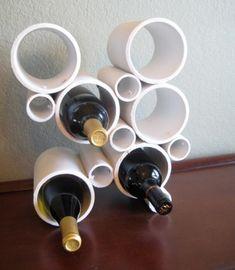 Tout le monde n'a pas la chance de posséder un cellier ou même un espace de rangement suffisant pour avoir une étagère à vin ! Pour les petits appartements, le support à bouteilles est idéal. Vous pouvez le placer sur une table, l'accrocher au mur ou tout simplement le poser à même le sol. Découvrez 10...