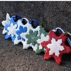 Quick and easy polymer clay Christmas ornaments by Arjuna Jewelry, via Flickr