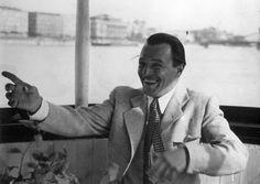 Jávor Pál színművész egy dunai hajón, háttérben a Lánchíd. Vintage Photos, Fictional Characters, Google, Fantasy Characters, Vintage Photography