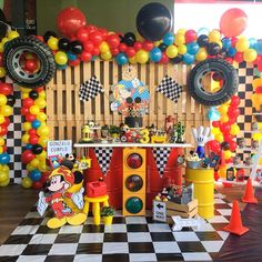 Mickey and the Roadster Racers! Hot Wheels Birthday, Race Car Birthday, Race Car Party, 4th Birthday, 2nd Birthday Party Themes, Cars Birthday Parties, Birthday Ideas, Fiesta Mickey Mouse, Mickey Party