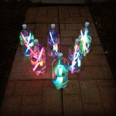 Bowling avec bouteilles bâtons lumineux