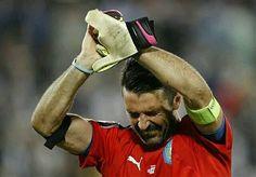 El mejor portero de la #Euro2016 se retiró de las Eurocopas en lágrimas. Gracias por todo Gigi