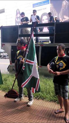"""Agentes da PF gritam: """"Fora PT, devolve o meu país!"""""""