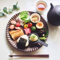 「Today's breakfast. おはようございます きゅうりとツナのポテサラが美味しくできた朝 今週もよろしくお願いします☺︎」