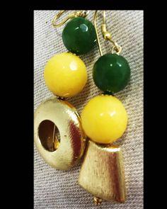 Orecchini pendenti, orecchini giallo verde, orecchini estate, orecchini dorati, gioiello estate, orecchini etnici, gioiello, bijioux di LesJoliesDePanPan su Etsy
