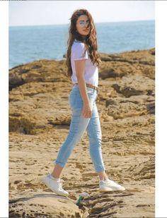 Ayeza Khan celebrating her birthday with Hubby & family at Beach. Stylish Photo Pose, Stylish Girls Photos, Stylish Girl Pic, Cute Poses For Pictures, Cute Girl Poses, Poses For Girls, Poses For Photos, Girly Pictures, Cute Girls