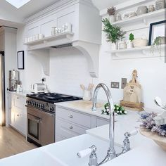 Gorgeous kitchen from 😍✌🏼 hope you all have a lovely weekend! Wood Effect Floor Tiles, Open Plan Kitchen Living Room, Country Kitchen Farmhouse, Have A Lovely Weekend, Cute Home Decor, Floor Patterns, Beautiful Kitchens, Tile Design, Christmas Home