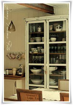 Madame Petite - Lantlig Inredning - Styling - Foto: Att bygga ett lantkök... före och efter renoveringen!
