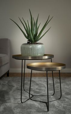 Put the finishing touches on your interior with carefully chosen side furniture. From side tables to consoles, Atmooz has just what you are looking for! Interior Styling, Interior Design, Home Decor Inspiration, End Tables, Green And Grey, Objects, Living Room, Furniture, Cabinet