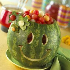 sculpture pastèque pour anniversaire d'enfant - visage souriant et original